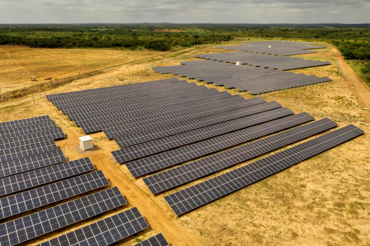 Energia limpa e economia para os cofres públicos: usina solar em Rajada está quase pronta