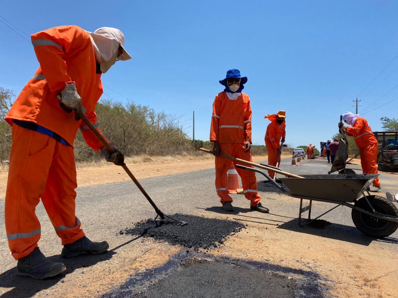 Operação Tapa-Buraco: prefeitura inicia recuperação da Estrada do Burrinho em Petrolina